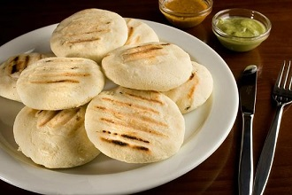 Examples of how to make arepas