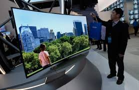 What are the advantages of curved TVs?